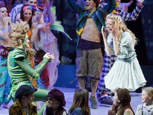 Peter Pan interrompe lo spettacolo e…sposa Wendy!