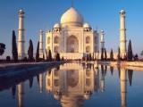 Monumenti famosi nel mondo visti in prospettiva