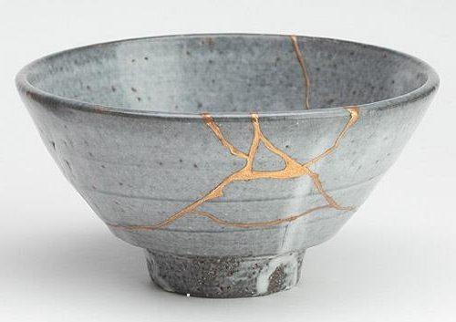 Quando i Giapponesi riparano un oggetto rotto, valorizzano la crepa: scopri perchè!