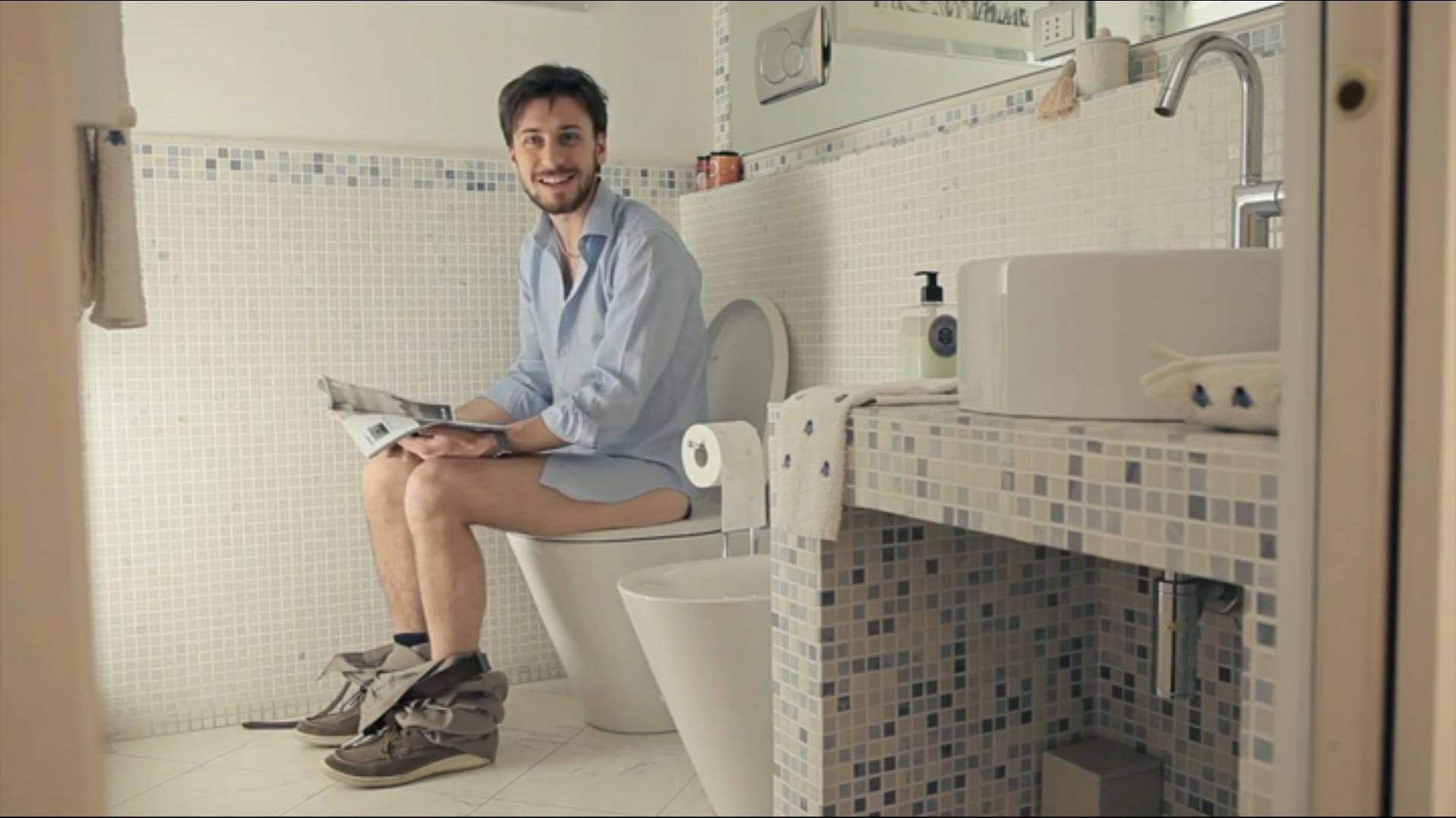 Nasce airwnc la prima applicazione per fare la cacca ovunque ti trovi genialit o follia - Donne che vanno in bagno a cagare ...