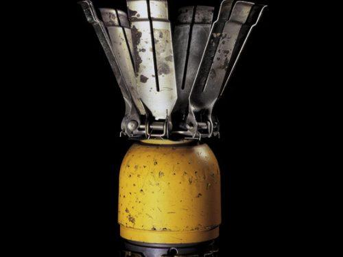 L'artista Raphael Dallaporta fa emergere oggetti sconosciuti dall'oscurità: ma di cosa si tratta?